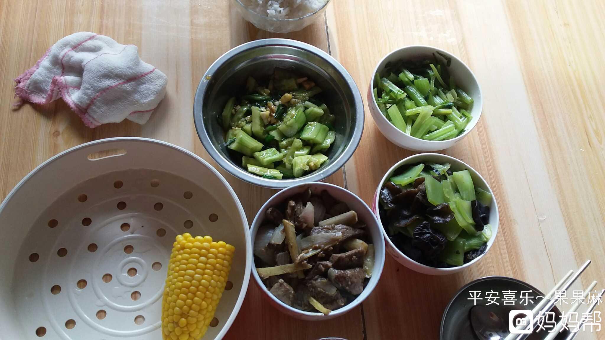 午餐,凉拌猪肝,炒芹菜,炒经典,盛世牛排厦门木耳莴笋黄瓜店图片