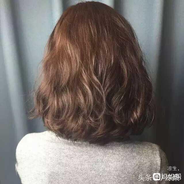 2018最最火爆的烫发发型《木马卷》图片