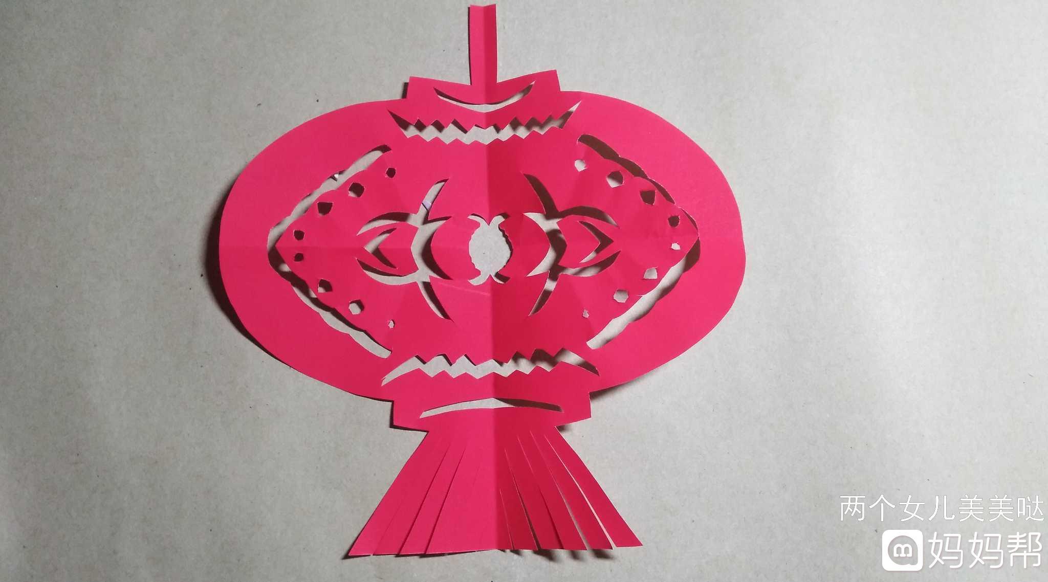 其实灯笼的花纹不限于这种,可以画别的,剪出来都很好看的.