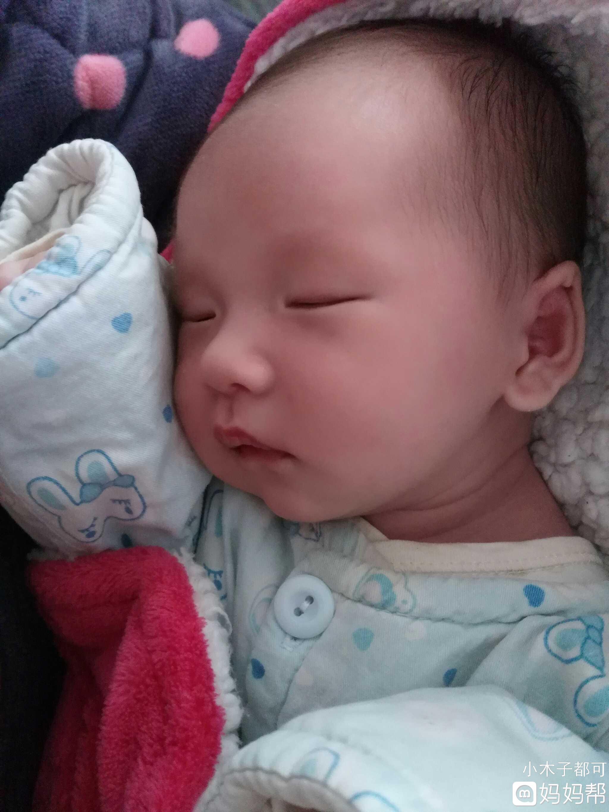刚出生的宝宝,多久能用安抚奶嘴?