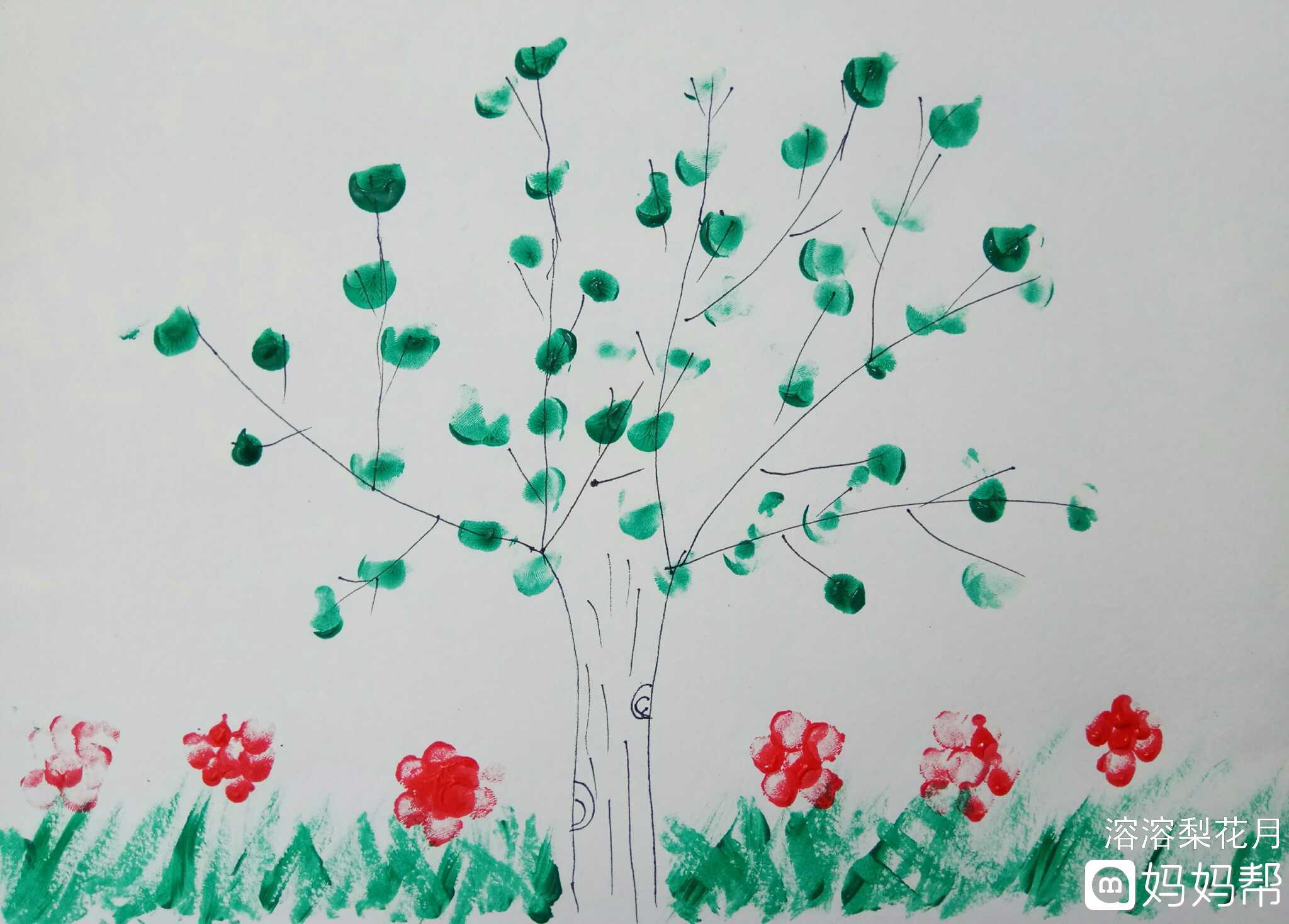前段时间给买的颜料,小家伙特别喜欢,画了好多手指画,这个画的大树图片