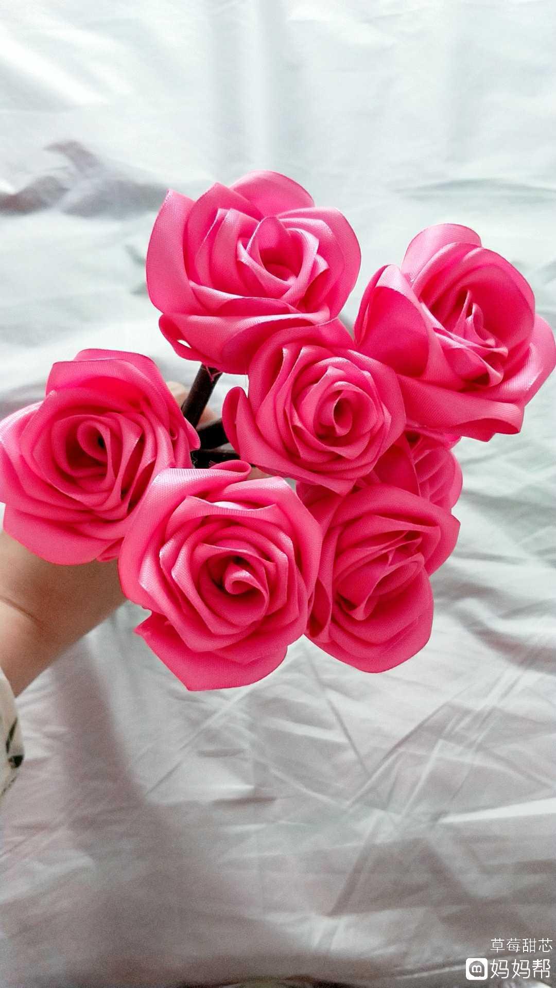 相关评论:           彩条做玫瑰花      具体步骤