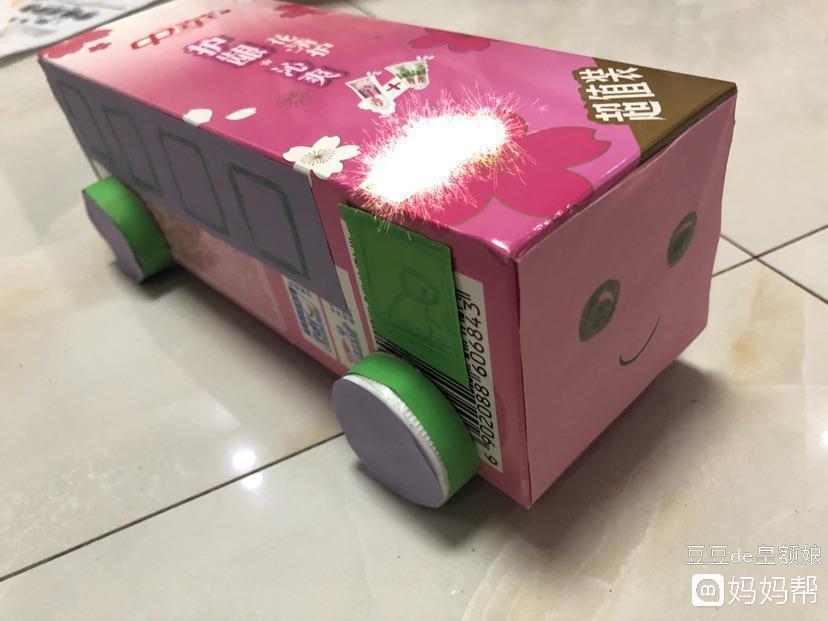 宝宝的作业-手工小汽车