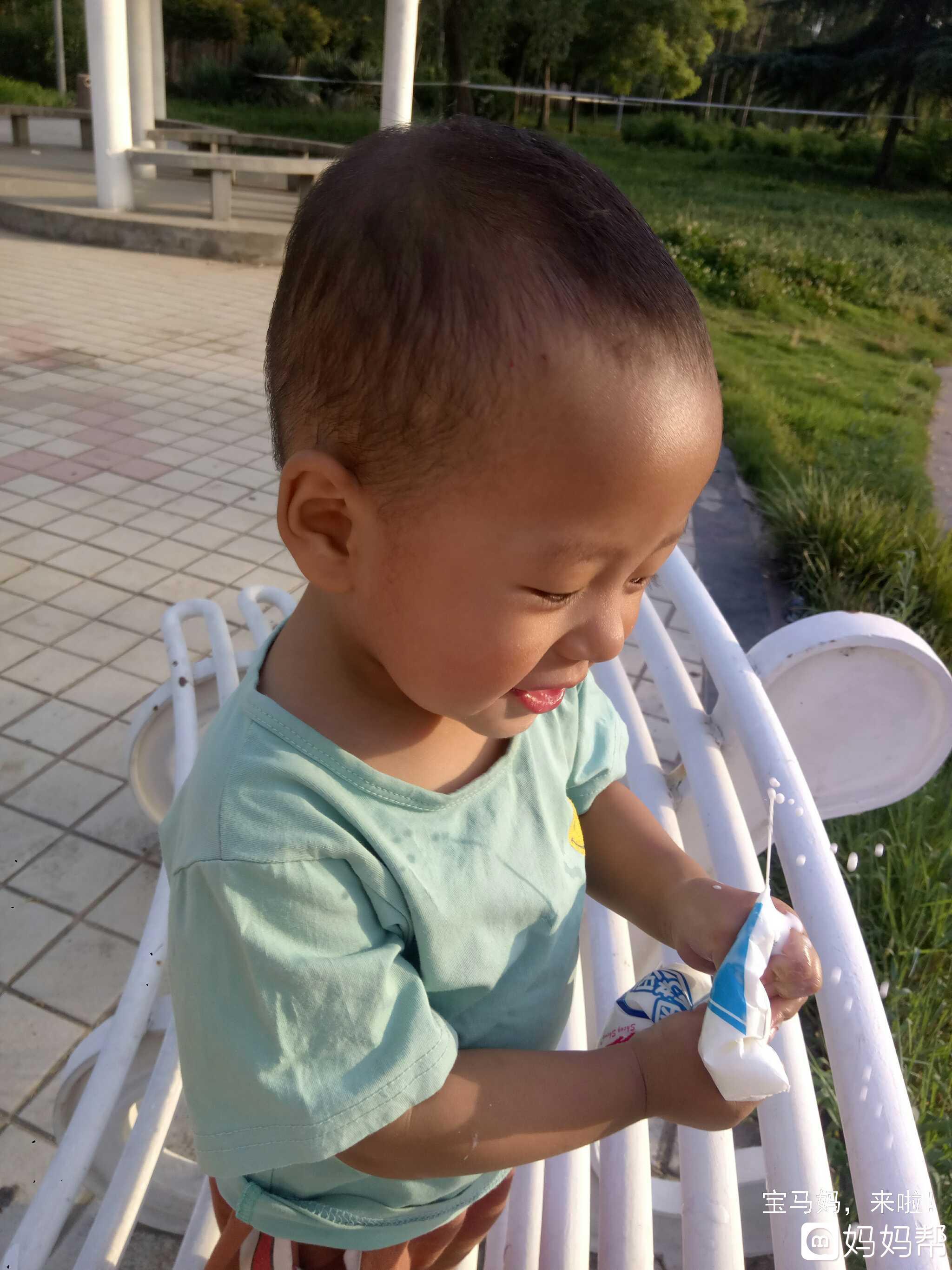 喝酸奶的样子好可爱