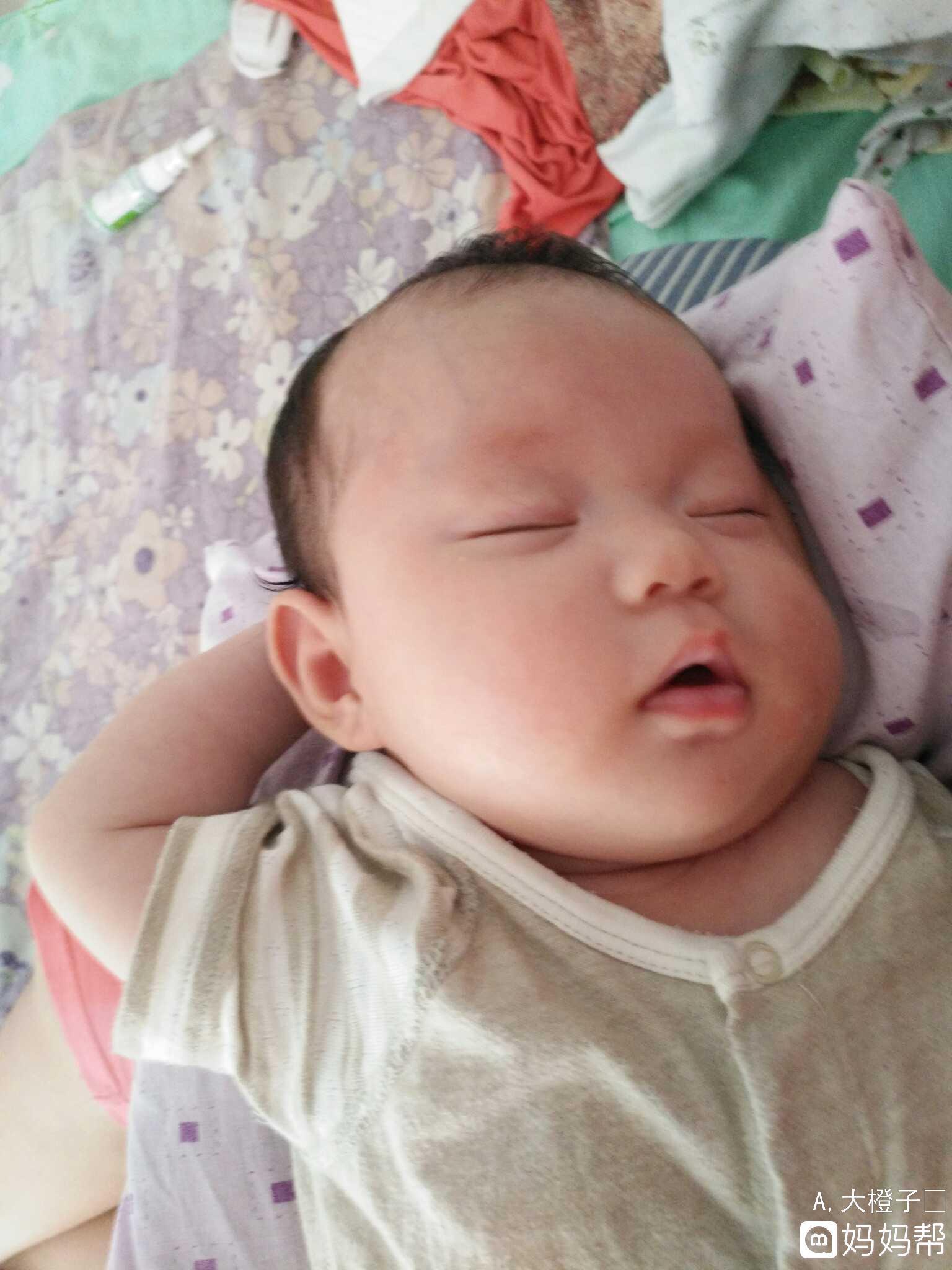 我家宝宝就不怎么哭特别爱笑,我发现如果经常让宝宝大哭她会形成习惯