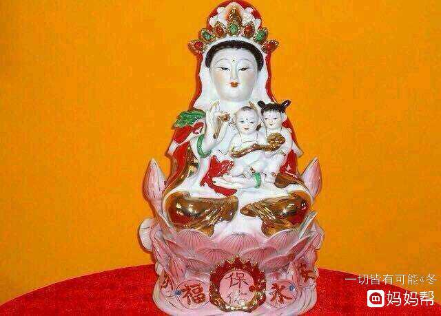 每天虔诚一拜跪求腹中胎儿健康平安出生