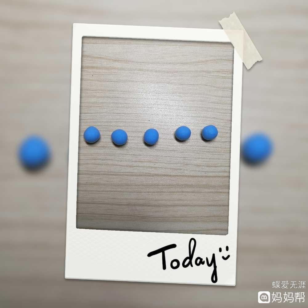 制作准备:彩泥(自己喜欢的颜色都可以)  制作步骤:  1,取蓝色彩泥