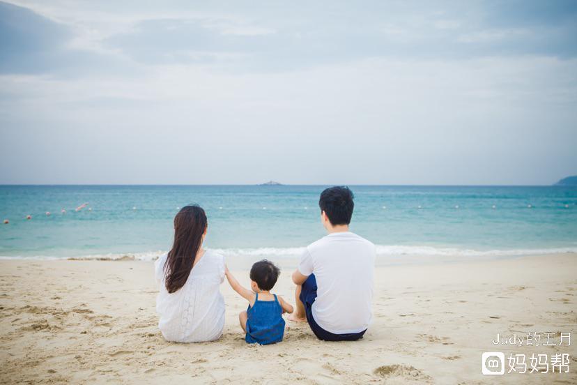 在海边的一家人