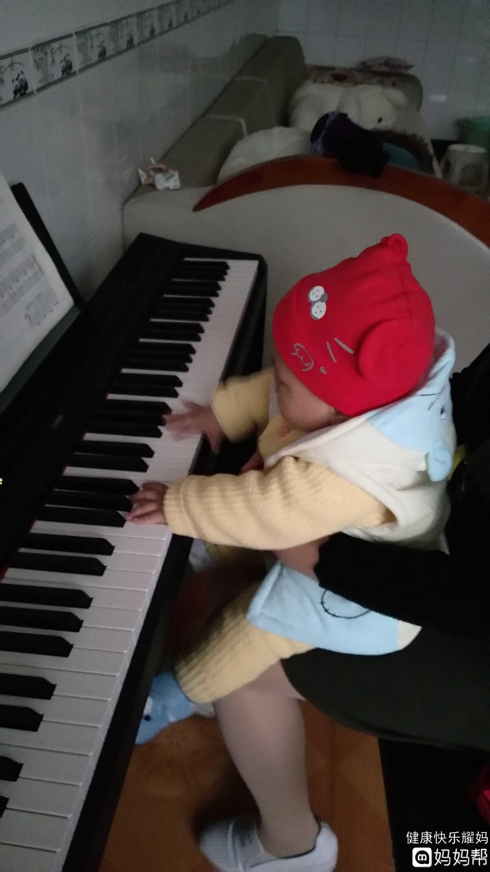 【晒晒熊孩子】爱弹钢琴 - 晒图 - 妈妈帮