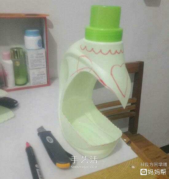 废话利用手工制作洗衣液瓶制作花瓶