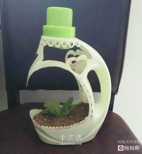 《变废为宝》洗衣液瓶子改造花盆图片