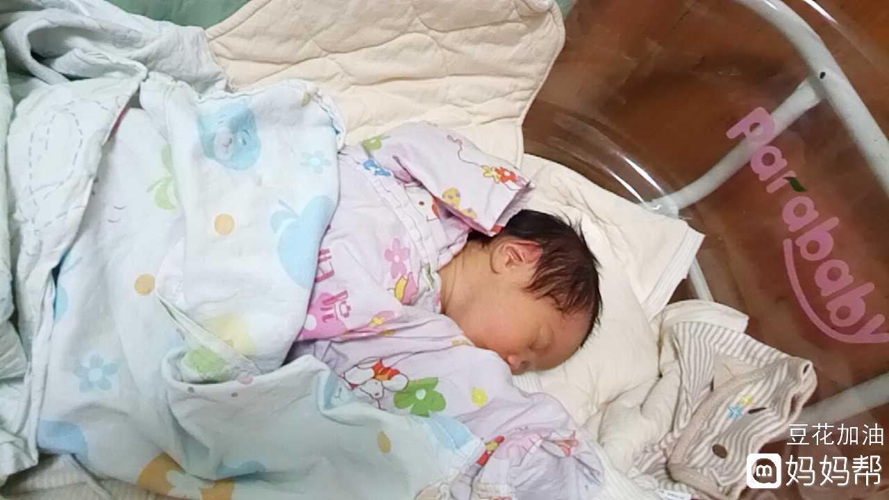 9日早上05:13顺产男宝宝一枚,二胎,无侧切撕裂,过程比头胎快很多,虽然