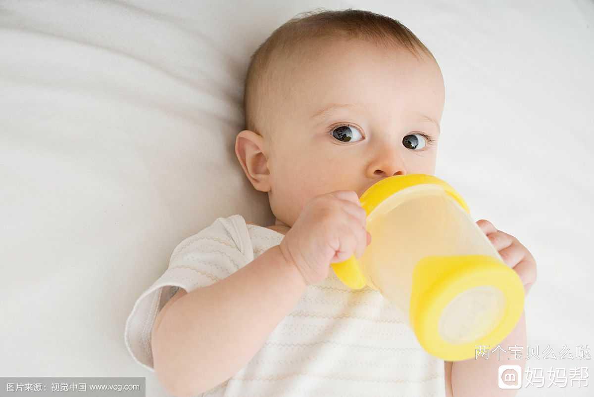 新生儿半夜没醒需要喂奶吗 新生儿喝奶睡着了怎么拍醒