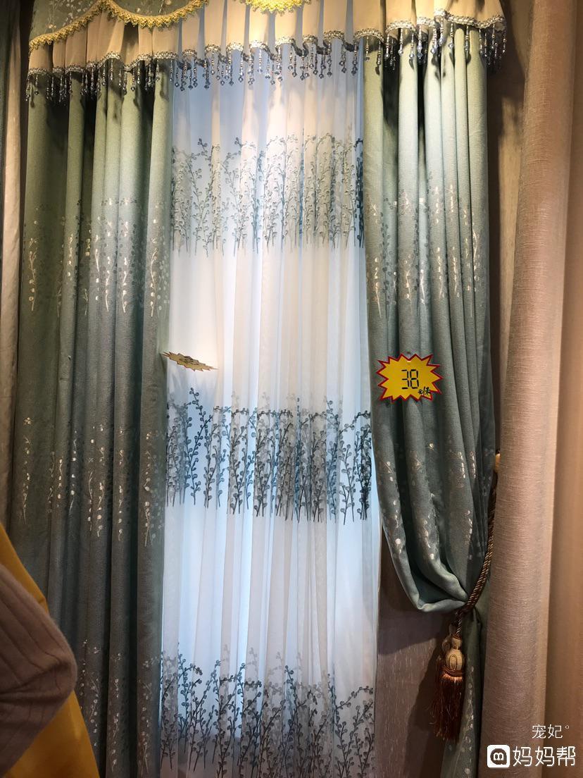 果绿色欧式床,请问搭配什么颜色的窗帘?