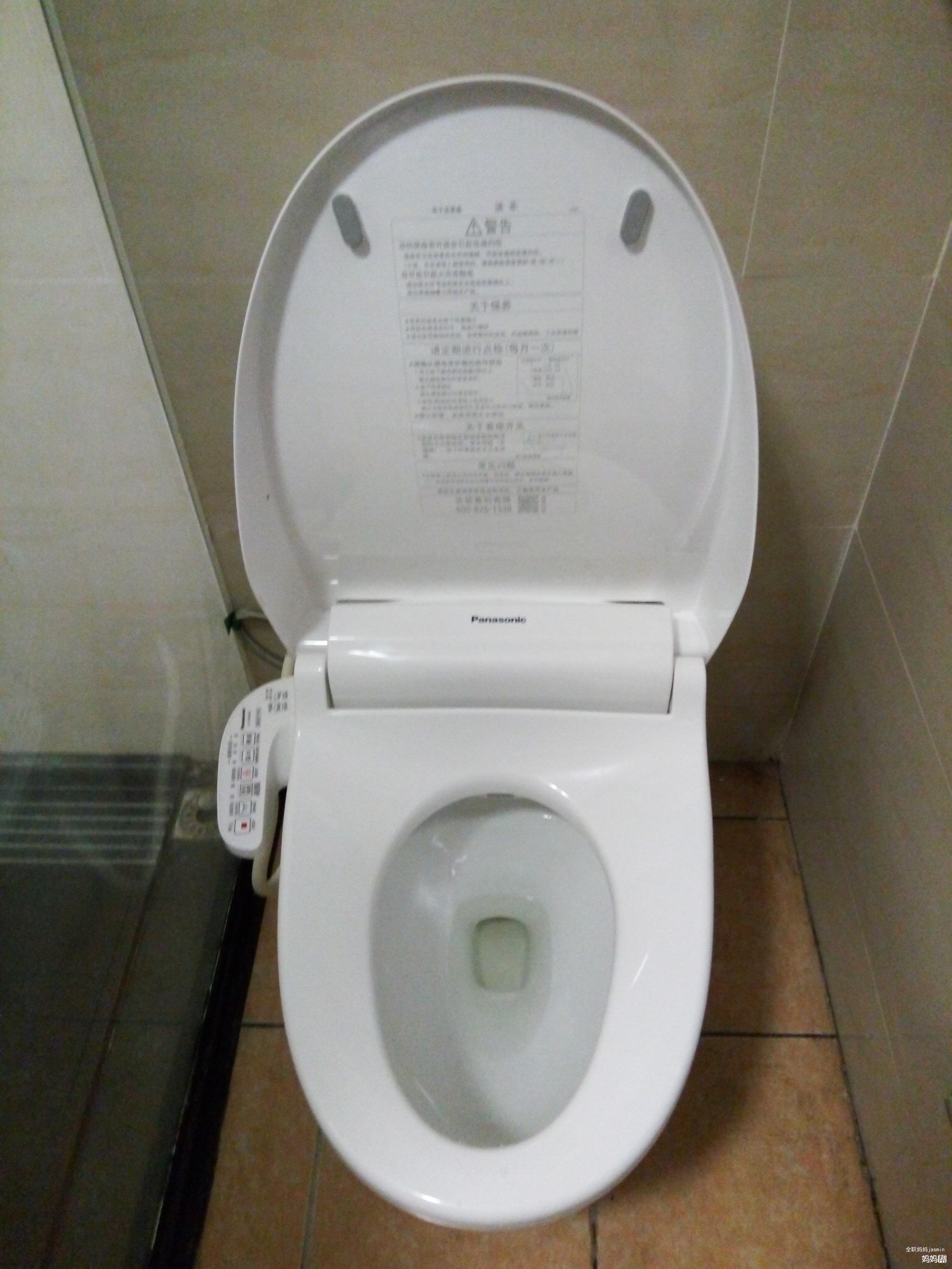 而有了智能马桶盖就是不一样,每次如厕时,首先选择它的后部清洗功能