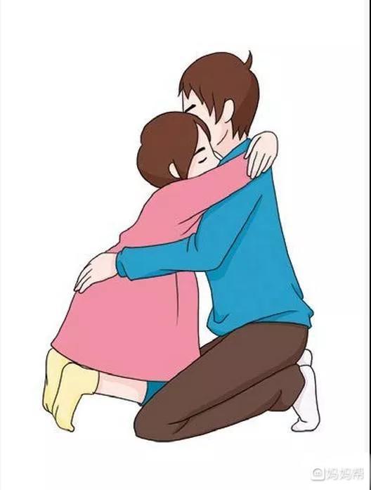 产妇将自己的身体背靠在丈夫或陪护者的怀里,头部靠在其肩上,双手托住