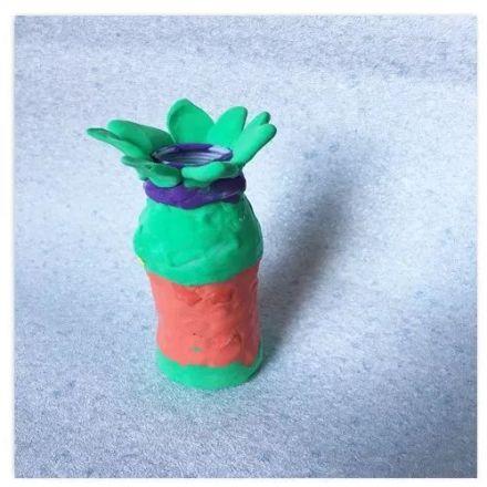 彩色打印纸剪用铅笔画成叶子和花 装饰图案,让你的花瓶与众不同.