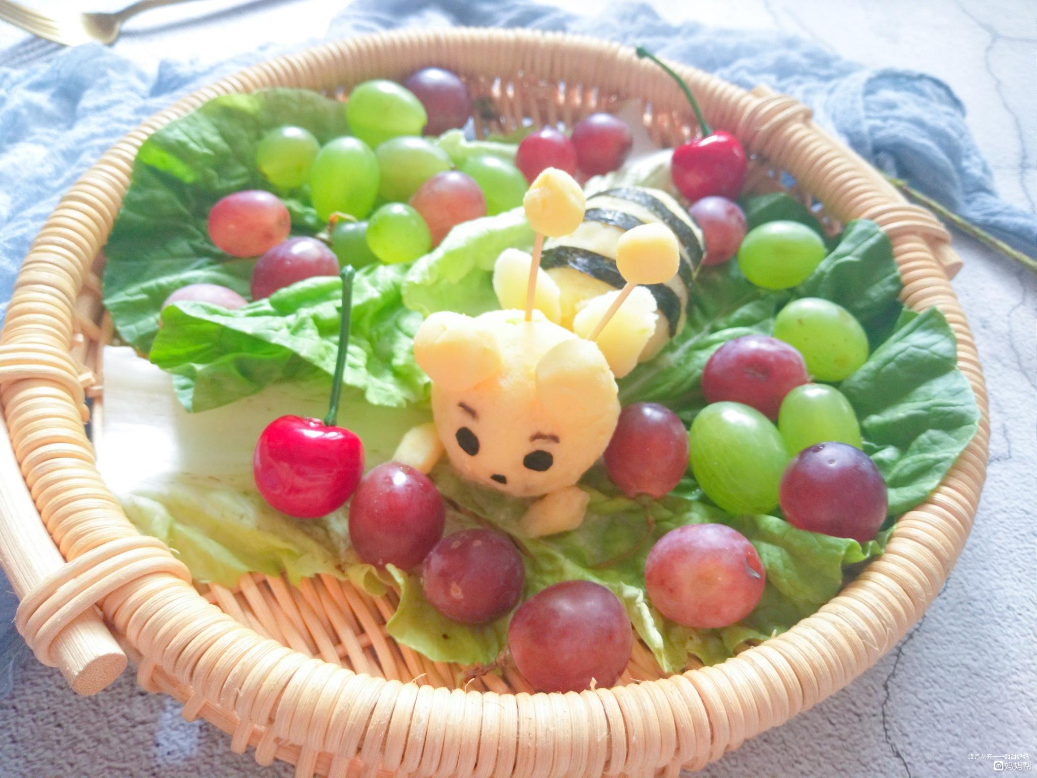 小孩子们还是比较喜欢可爱的小动物哦,要是把土豆泥捏成萌萌哒小