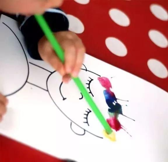 幼儿园留的画画作业秒杀攻略!聪明妈妈靠这个红遍班级